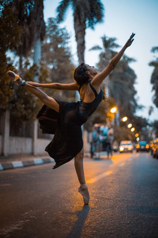 балерини по улиците в Кайро