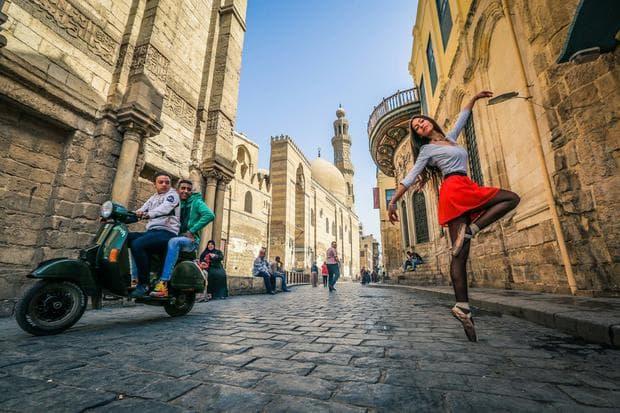 балерини по улиците на Кайро