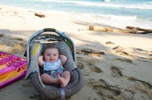 Бебе на плажа