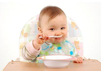 Бебе, което предпочита твърди храни пред кърма