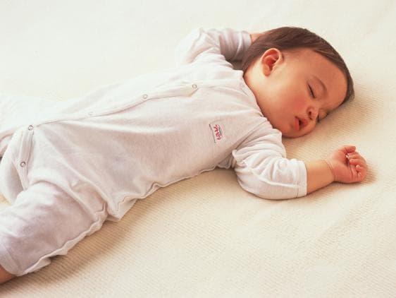 Обличане на бебето при треска