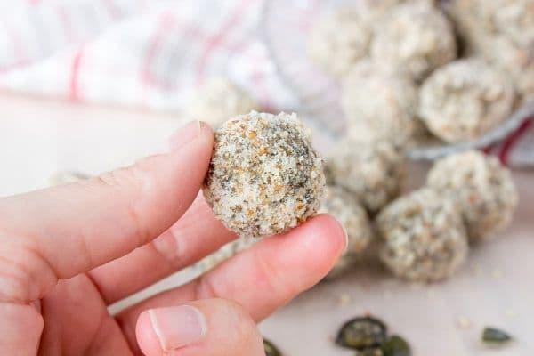 Бонбони от чия, овесени ядки и тиквени семки