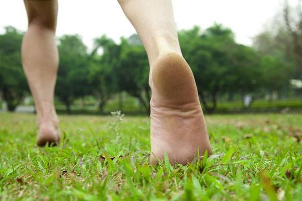 ходене по тревата