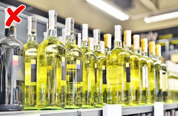 Бутилки вино в магазин