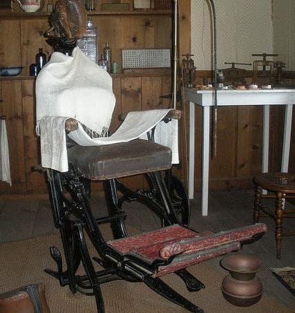 Стол за операции от 19-ти век, реплика
