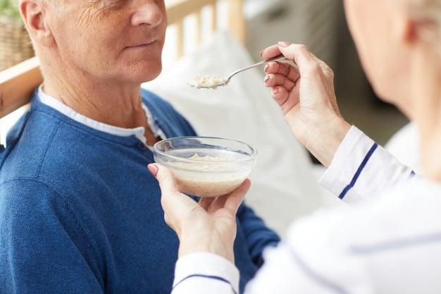 Хранене при деменция