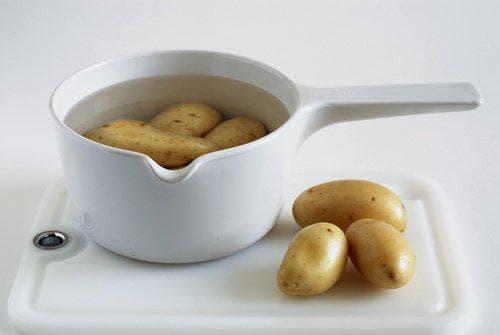 картофи във вода