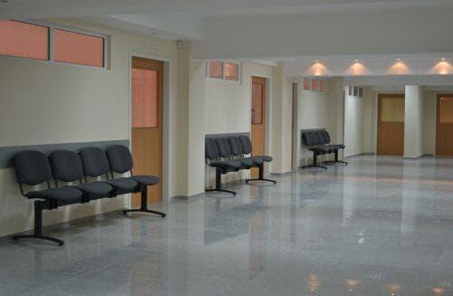 Столчетата в коридора Central-hospital3-framar