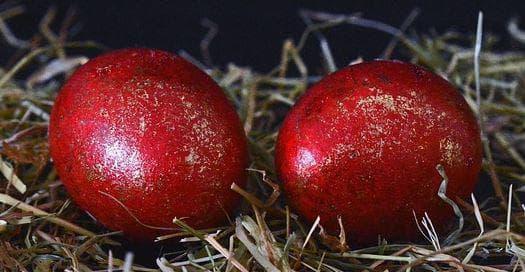 Червени яйца