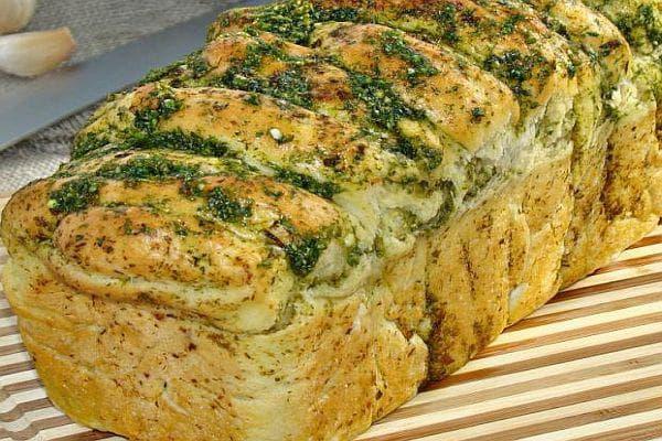 Чеснов хляб с магданоз и копър