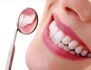 усмивка с бели зъби