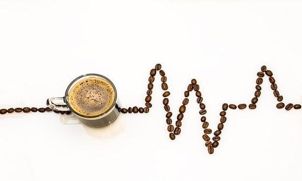 чаша и зърна кафе