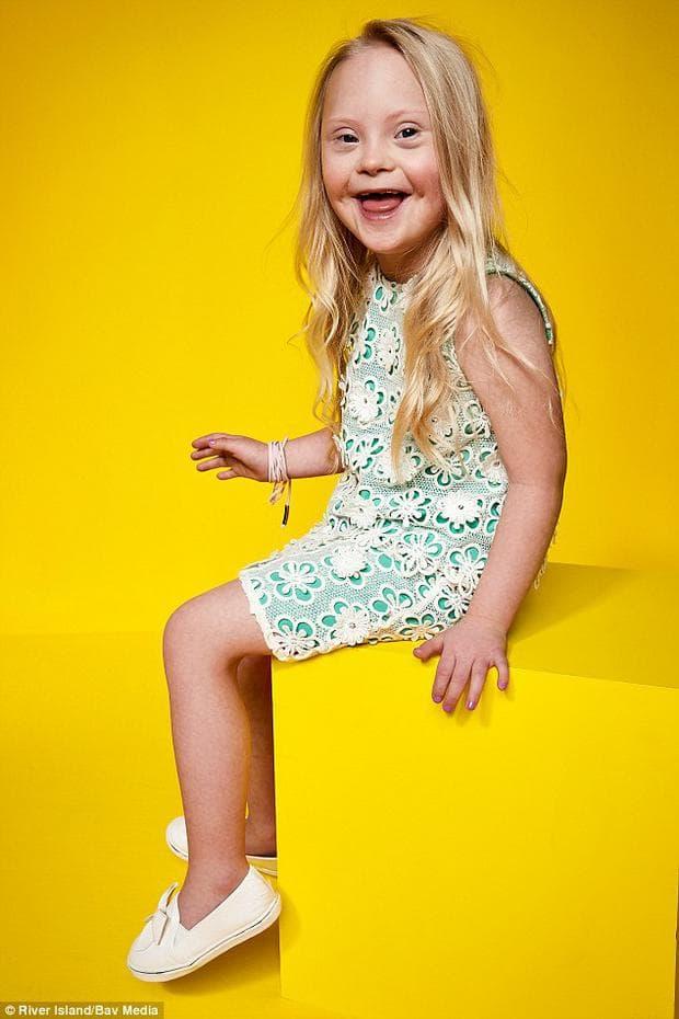 Деца с увреждания позират за модна кампания във Великобритания