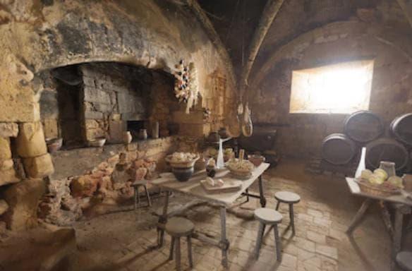 Автентична възстановка на столова на замък