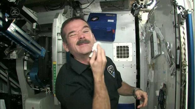 Астронавт на МКС