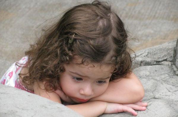 дете, тъжно дете, момиченце