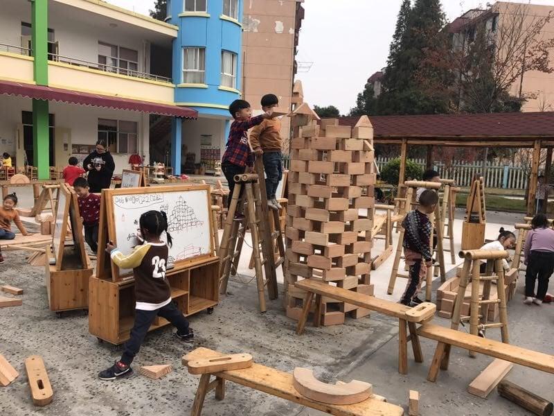 В Китай децата играят като част от обучението си
