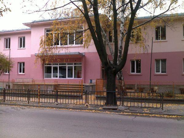 фасада на училището