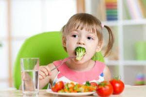 Хранене дете