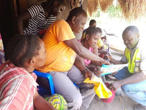 доброволци информират за заразата
