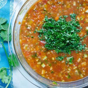 доматена супа със зеленчуци и хляб