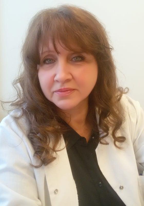 Доктор Доброслава Попова е офталмолог, част от екипа на болница Вита.