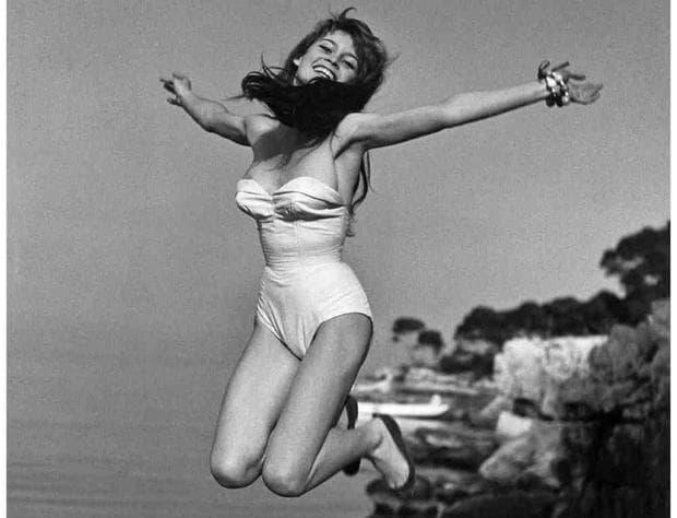 Скачаща жена