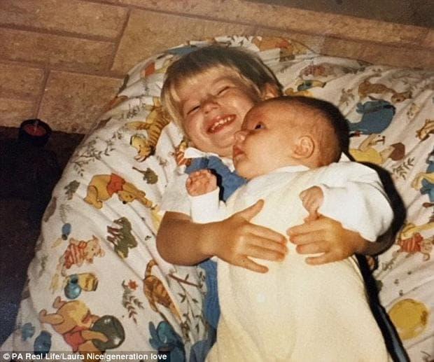 Анди и Лаура като малки