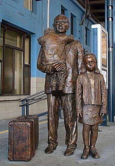 Мемориален паметник на Никалъс Уинтън