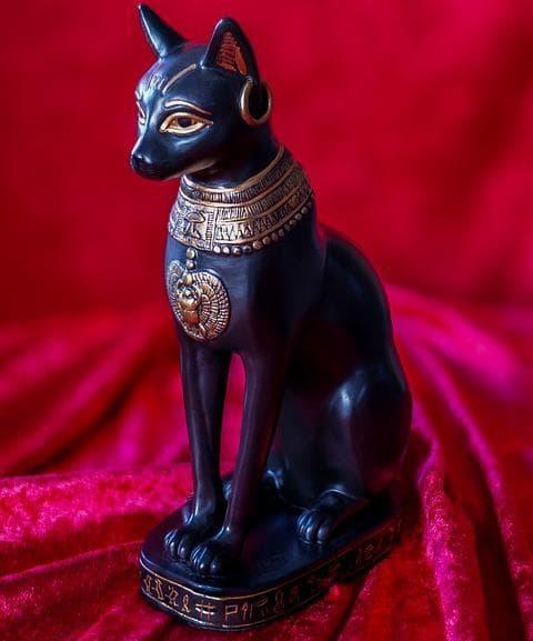 Египетска статуетка на котка