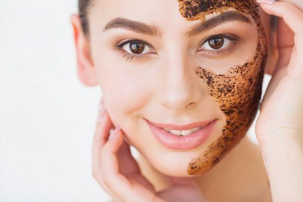 ексфолираща маска с активен въглен