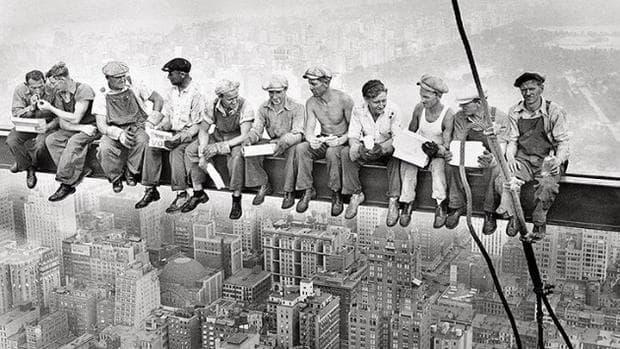 работници