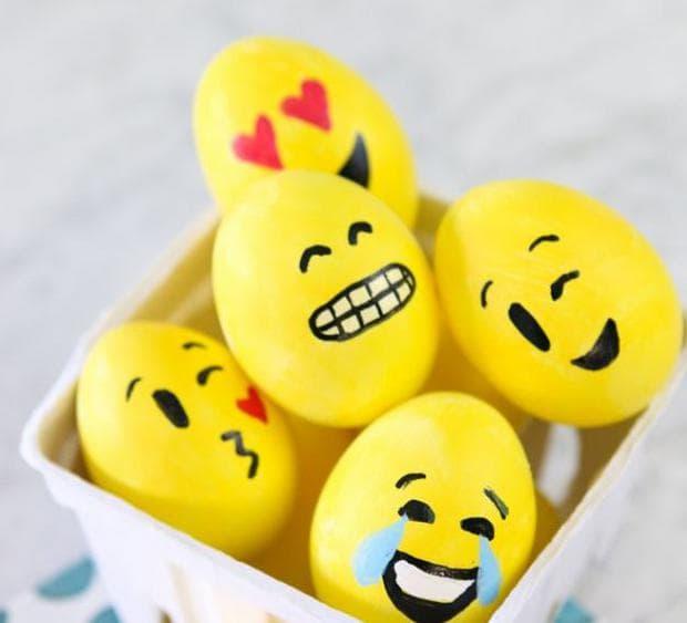 Великденски яйца с лица емотикони