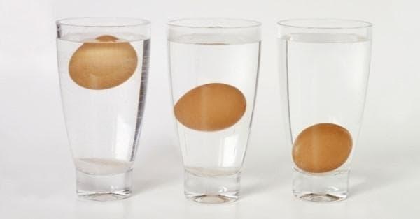 Яйца в чаши вода