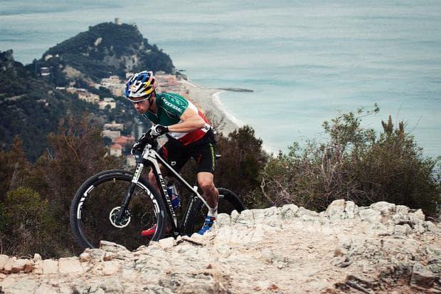 d0863dad4af Разположен в сърцето на италианската Ривиера, Финале бързо набира  популярност като една от най-добрите дестинации за планински спускания в  Европа, ...