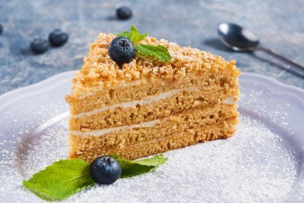 Класическа рецепта за френска селска торта с боровинково сладко.