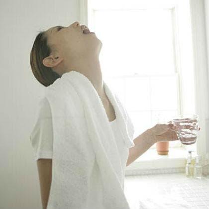 Гаргара със солена вода