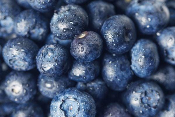 Консумацията на горски плодове (боровинки и други) предотвратява киселинен рефлукс.
