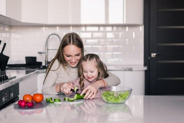 Гответе заедно с децата си, ако искате да се хранят здравословно и да имат добър апетит.