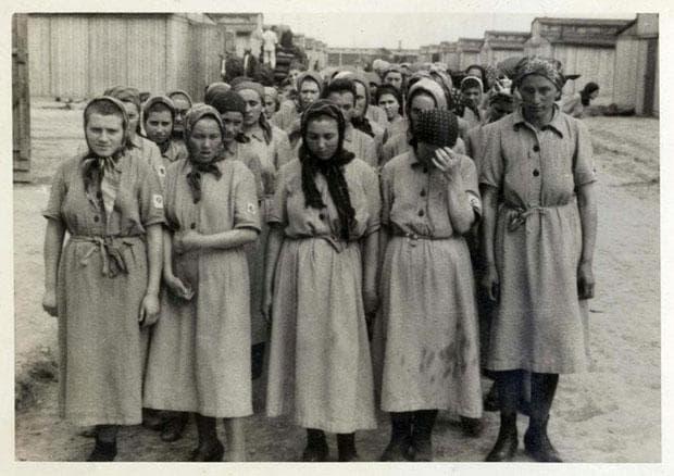 Затворнички в Аушвиц