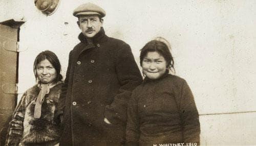 Европеиден мъж и две жени-инуити