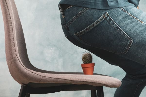 Стол с кактус