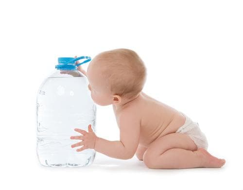 добра хидратация срещу запек при бебе