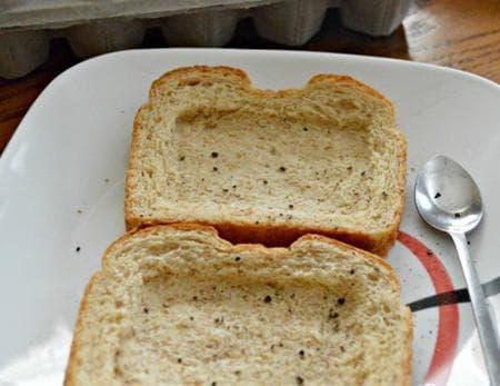 хрупкав сандвич с чедър, кашкавал и цели яйца