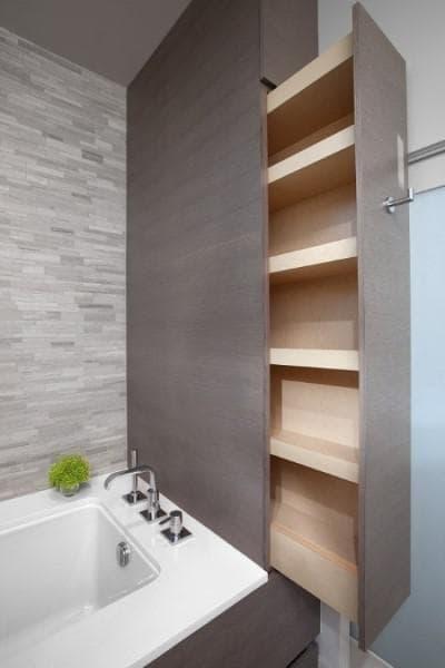 Шкаф в банята