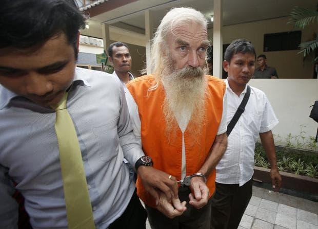 Мъж, осъден на химическа кастрация за педофилия в Индонезия