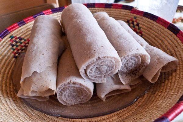 Инжера - традиционна етиопска питка, която се приготвя от ферментирало тесто от теф.