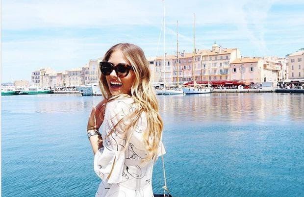 момиче на яхта