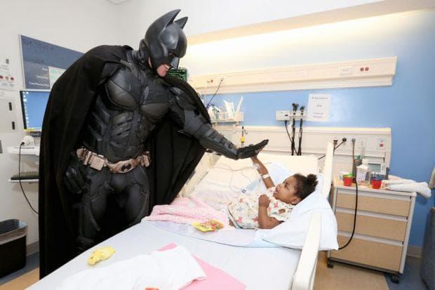 супергерой в болницата