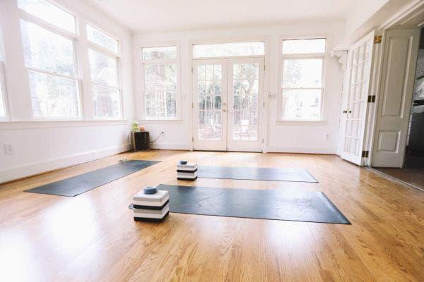 Изчистено йога пространство